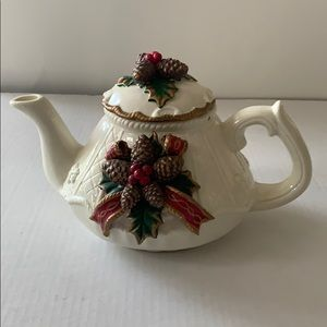 Gorgeous cream colored pine one teapot